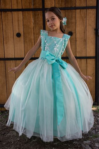 Tips for Choosing a Luxury Party Dress for Children With Style